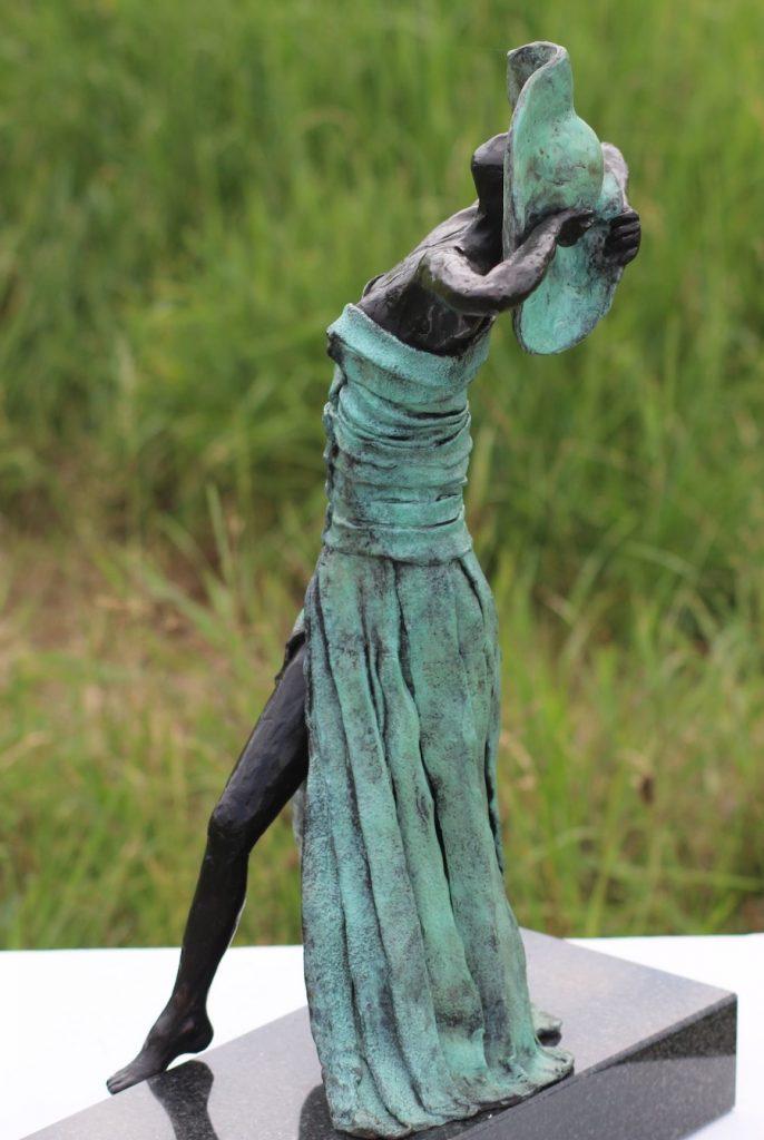 Elegante dames van brons
