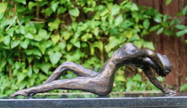 Een bronzen beeld is een verrijking voor je tuin
