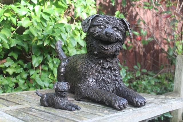 Hollandse Smoushond in het brons laten maken