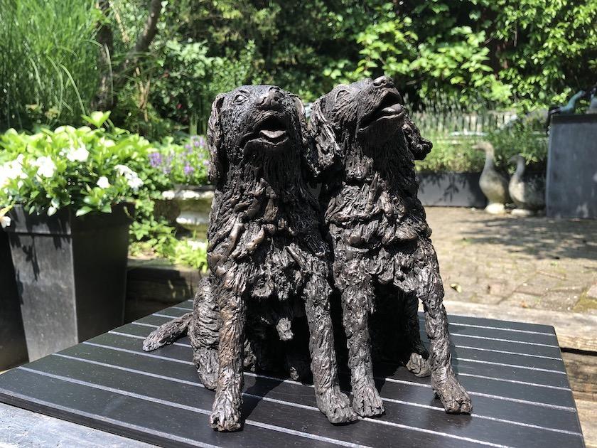 Bronzen honden gemaakt door Sandra